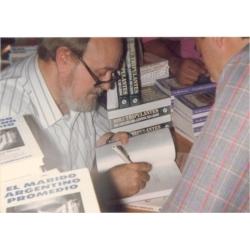 Con Osvaldo Soriano en la Feria del Libro de Buenos Aires en 1992.