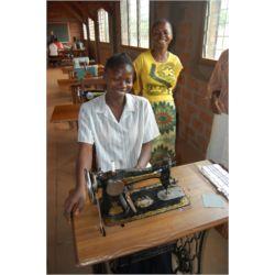 Exposición de artículos africanos y otros donados por colaboradores